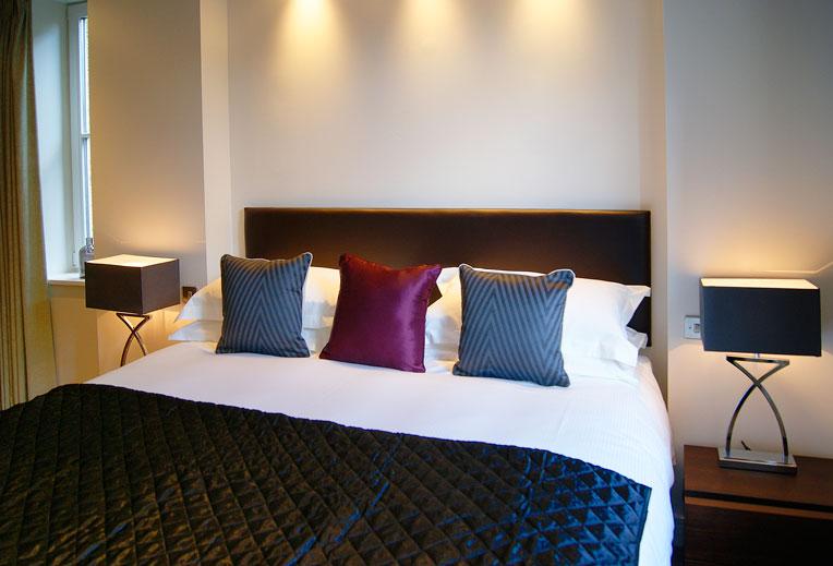 Harrington Court bed