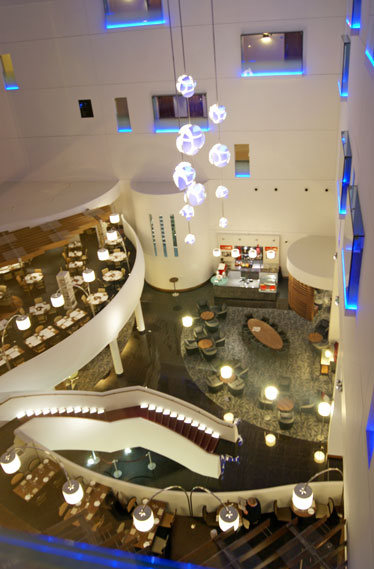 london hotel and restaurant review Hilton T5 foyer