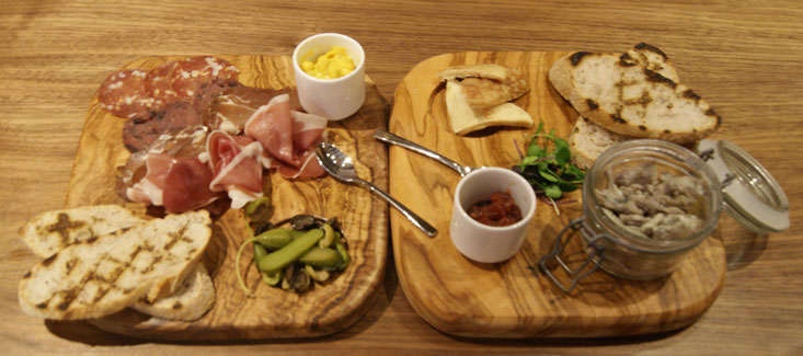 london hotel and restaurant review Hilton T5 platters