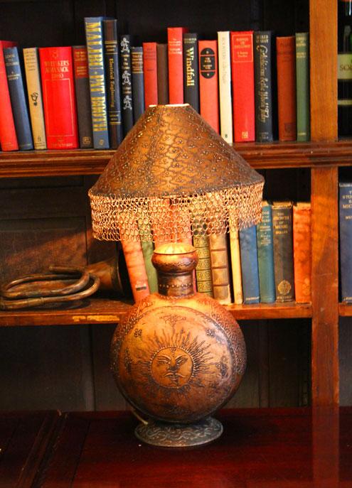 Cinnamon club lamp