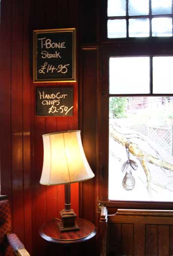 restaurant review Pear Tree Pub lamp