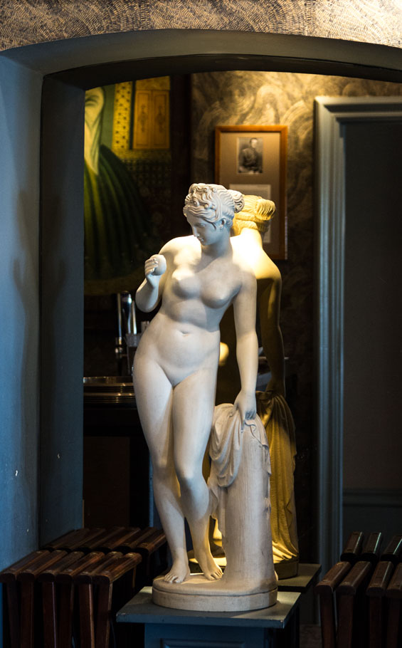 Petersham statue