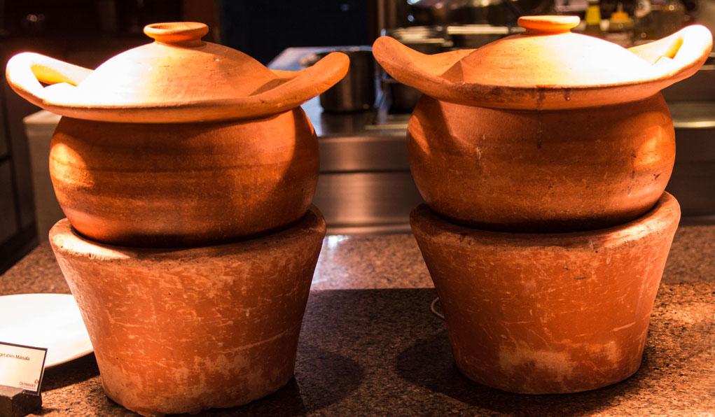 Curry pots